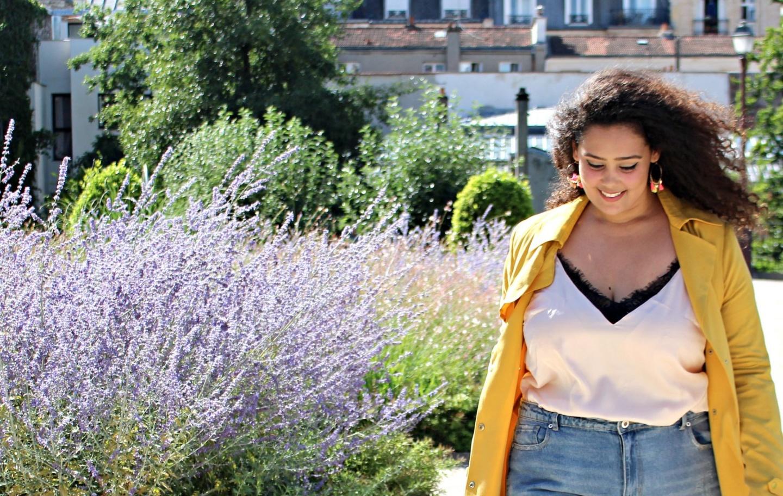 Le trench jaune parfait - Je suis une rebelle blogueuse mode grande taille et lifestyle